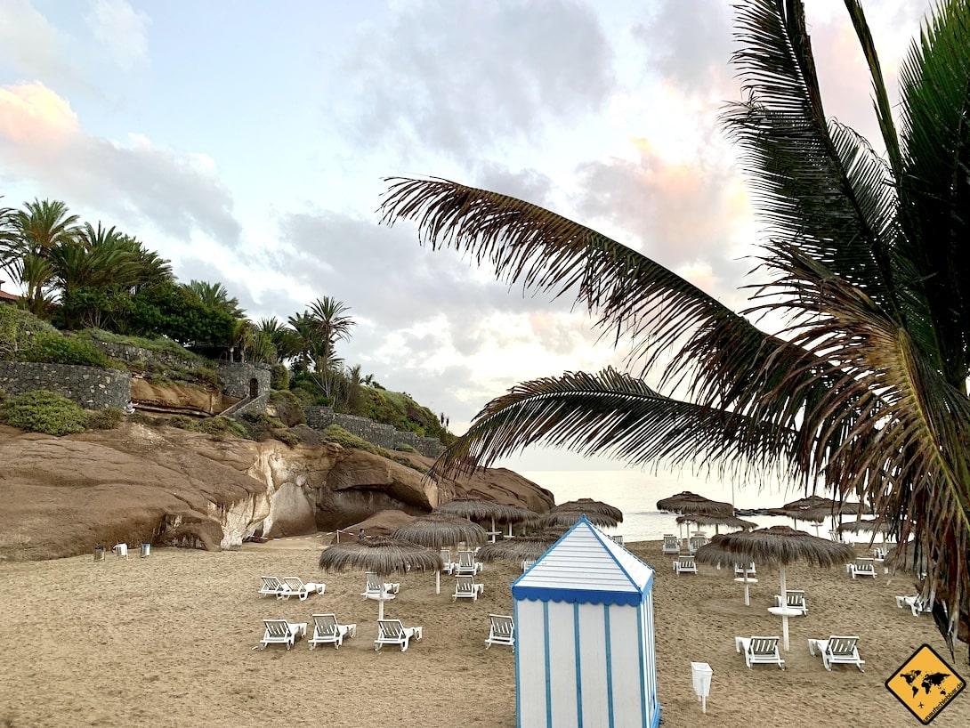 Playa del Duque Teneriffa Umkleide Strand Liegen