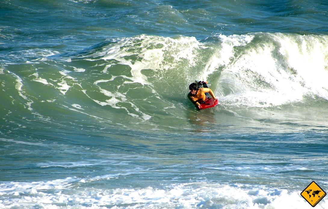 Aufgrund des dauerhaften Wellengangs ist Bodyboarding am Playa del Socorro sehr gut möglich