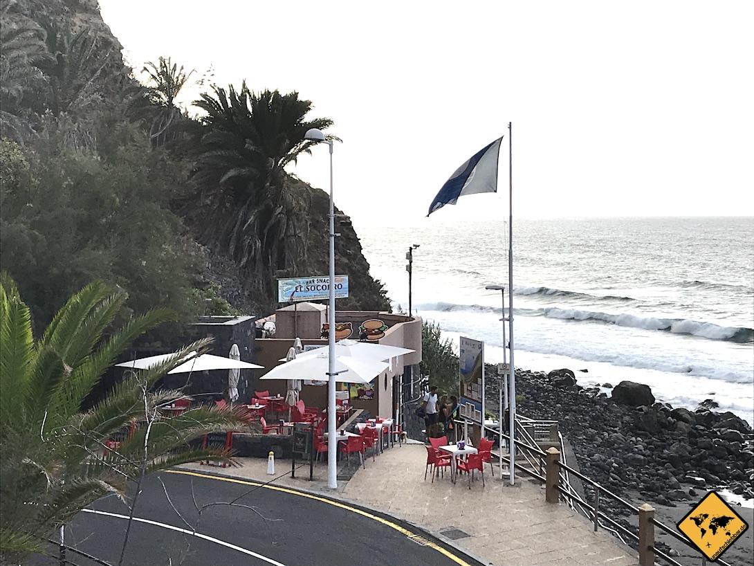 Am Restaurant am Playa del Socorro kannst du auch gemütlich sitzen