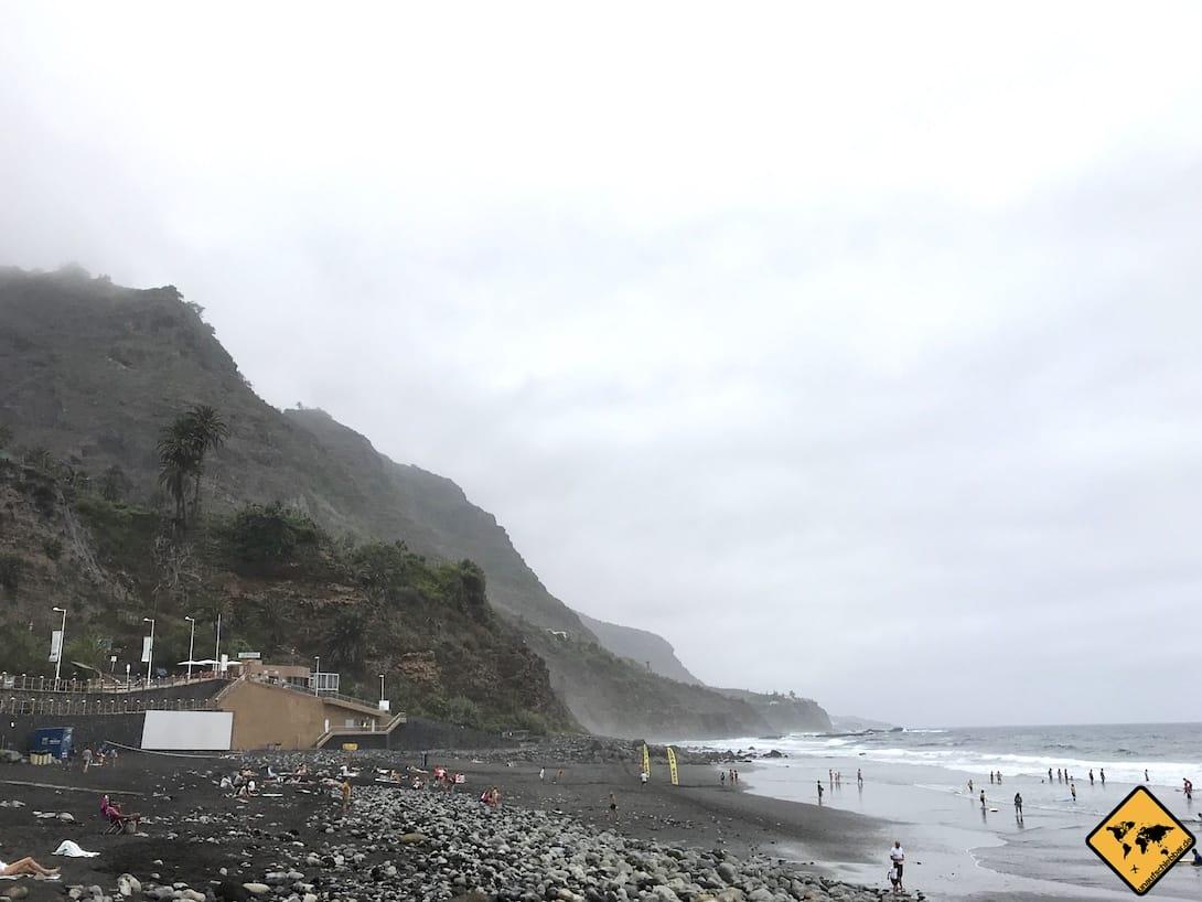 Am Playa del Socorro findest du schwarzen Sandstrand