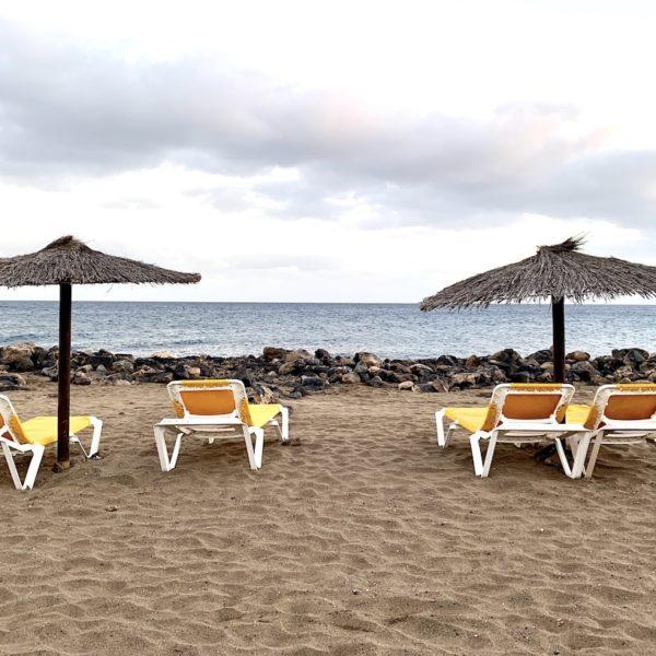 Puerto del Carmen Lanzarote Liegestühle Strand