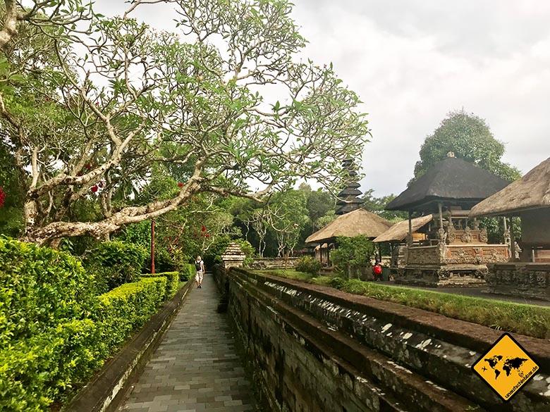 Pura Taman Ayun Temple Umrundung
