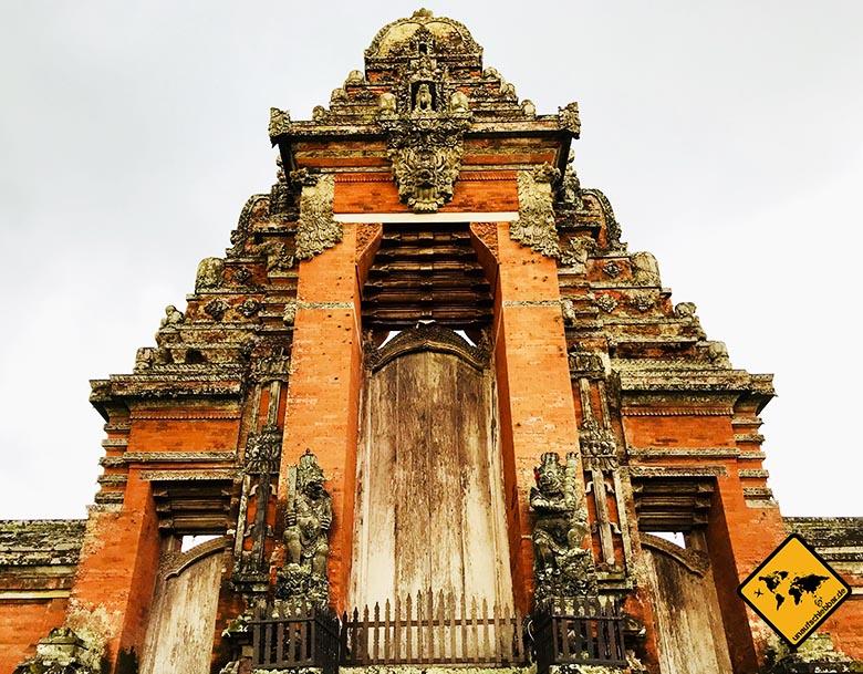 Pura Taman Ayun Temple in Bali Eingangstor