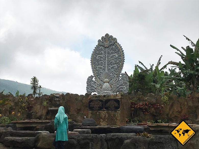 Pura Ulun Danu Bratan Temple Muslime