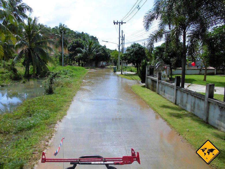 Regenzeit Koh Samui Straße