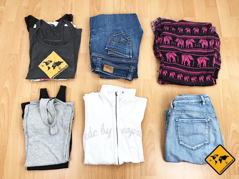 Reise Liste Frau Kleidung
