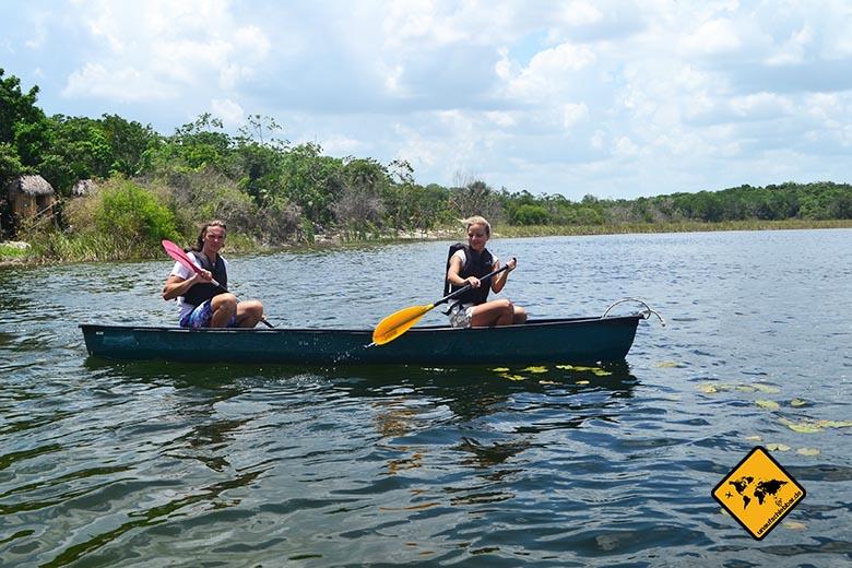 Reisen und Sport Kanu fahren