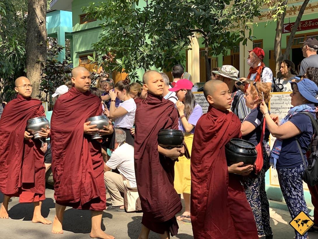 Religion in Myanmar Mönche Buddhismus