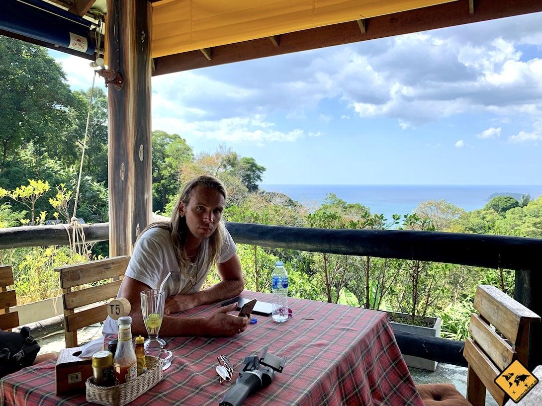Restaurant oberhalb Nai Harn Beach Phuket