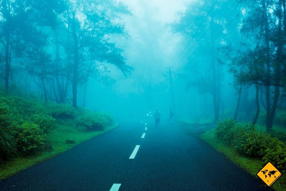 Bei schlechten Sichtverhältnissen ist das Roller fahren auf Bali besonders gefährlich. Diese kommen in der Hauptsaison aber nur selten vor.