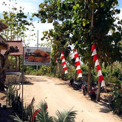 Auf Nusa Penida sind einige Straßen noch Schotterpisten ohne Asphalt.