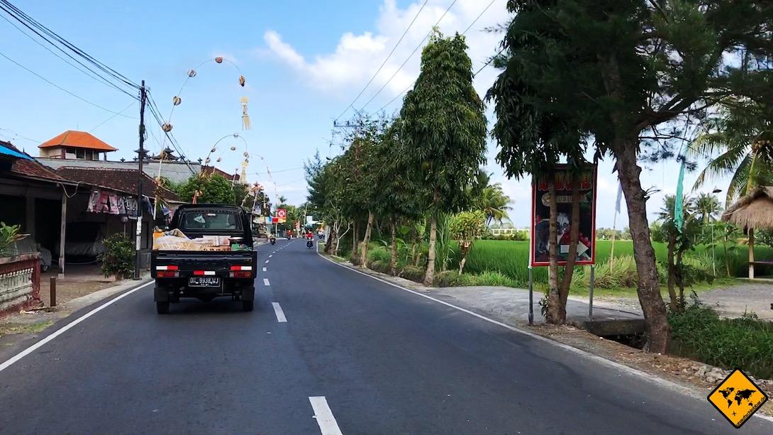 Um beim Roller fahren auf Bali möglichst sicher unterwegs zu sein, solltest du dich dem Verkehrsfluss nach Möglichkeit anpassen