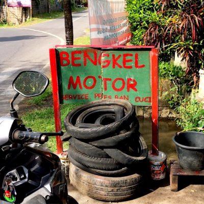 Werkstätten wie diese siehst du auf Bali häufiger am Straßenrand