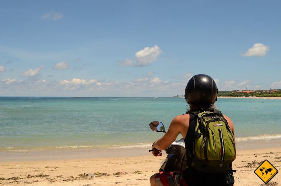 Um Bali mit einem Roller zu erkunden, findest du z.B. über deine Unterkunft gute Angebote