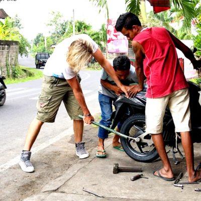 Christian hat beim Reifenwechsel sogar noch fleißig mitgeholfen