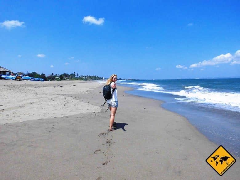Rundreise Bali und Lombok Strandspaziergang