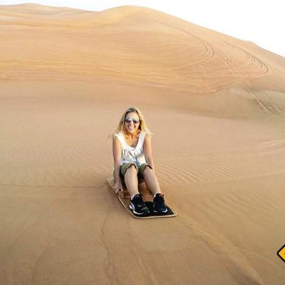 Sandboarding in der Wüste von Dubai