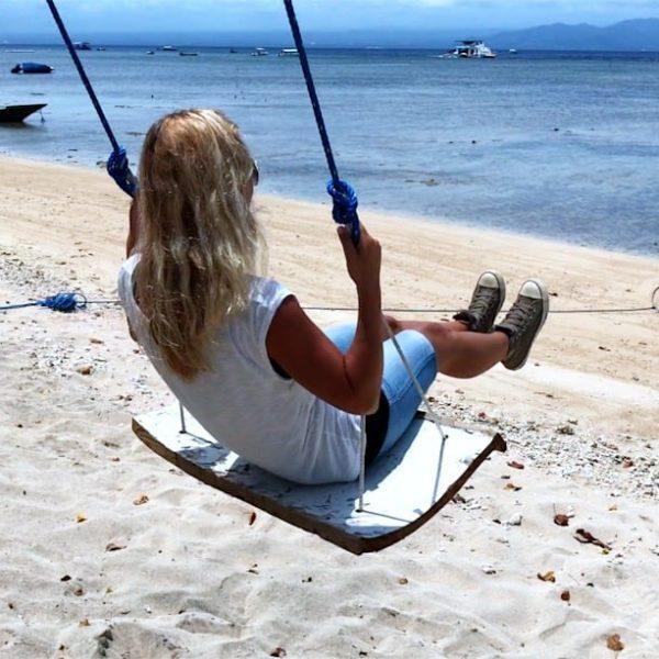 Schaukeln auf Bali Nusa Lembongan Strand Meer