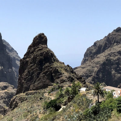 Der emporragende Fels ist eines der Wahrzeichen der Schlucht von Masca