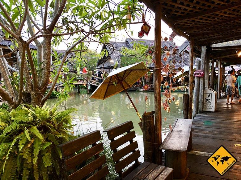 Schwimmender Markt Pattaya Holzsteg