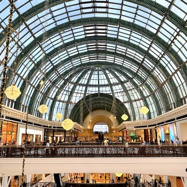 Shopping in Dubai Mall of the Emirates Kuppel