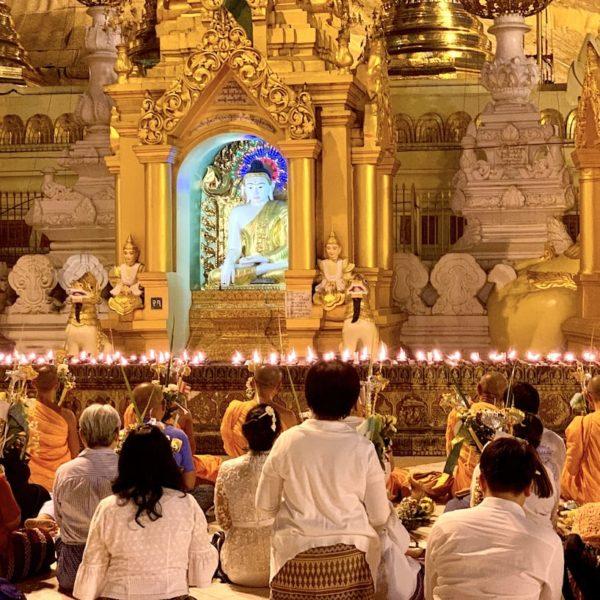 Shwedagon Pagode Yangon Betende