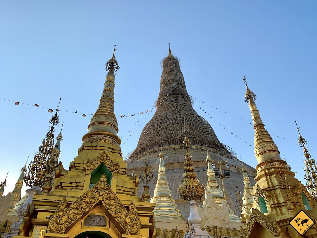 Shwedagon Pagode eingerüstet mit Neben-Stupas