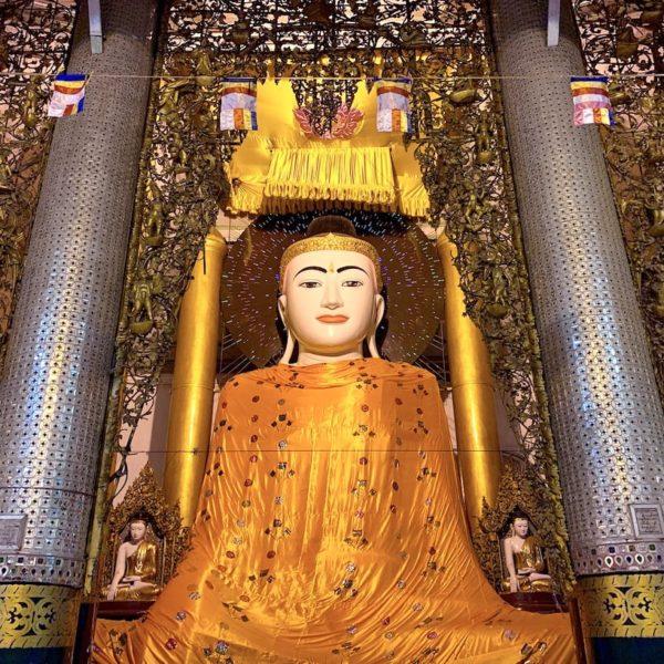 Shwedagon Paya Myanmar Buddha orangene Robe