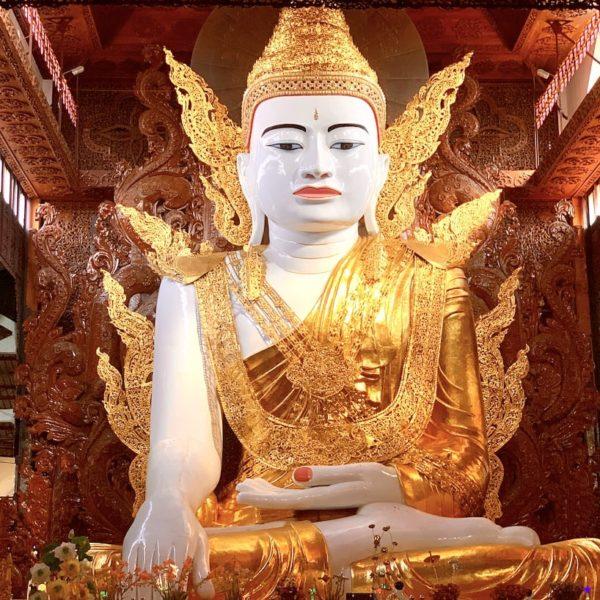 Sitzender Buddha Yangon Ngar Htat Gyi Pagode
