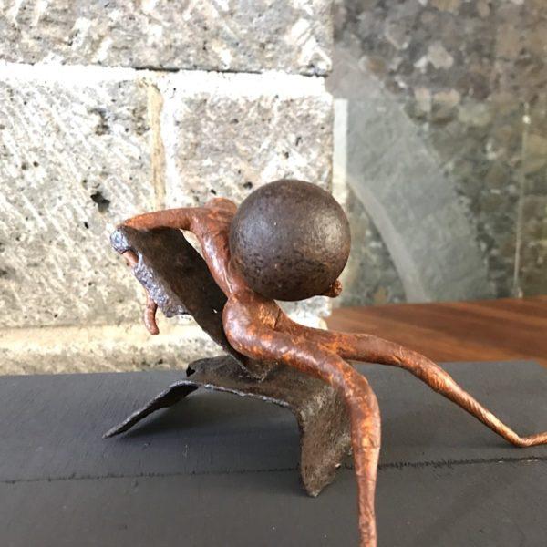 Hier siehst du eine der ausgestellten Skulpturen im Castillo de San Felipe in der Nahaufnahme