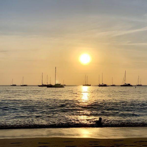 Sonnenuntergang Boote Nai Harn Beach Phuket