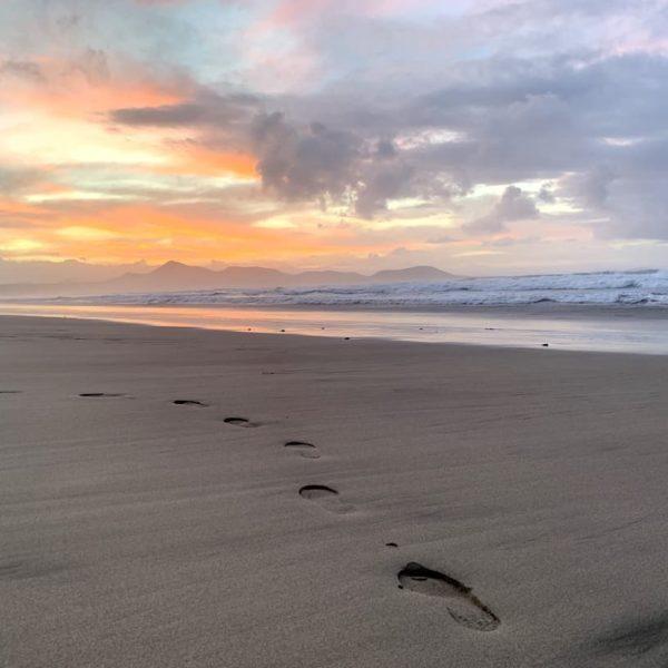 Spaziergang Famara Beach Lanzarote