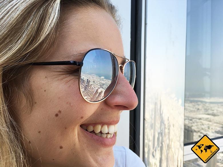 Spiegelung der Skyline von Dubai auf dem Burj Khalifa