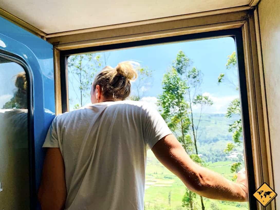 Stehplatz Zug von Kandy nach Ella Tür