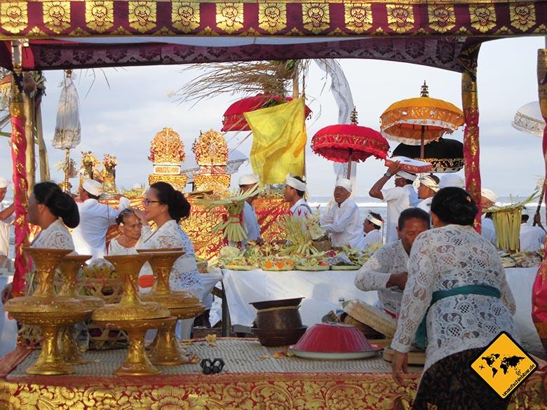 Strände Bali Sanur Hindu-Zeremonie