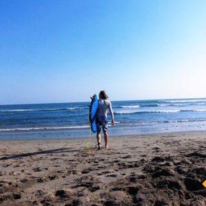 Surfen auszuprobieren gehört definitiv zu unseren Bali Rundreise Tipps für dich