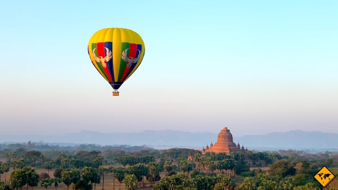 Tempel in Myanmar Bagan Ballon