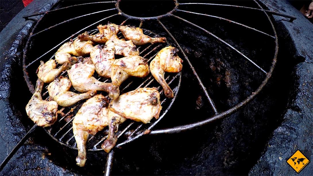Im El Diabolo Restaurant im Timanfaya Nationalpark werden täglich frische Hähnchen mit Hilfe der Erdwärme zubereitet