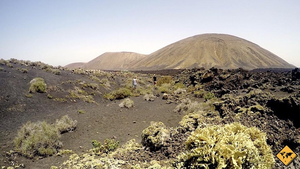 Blick auf den Vulkan-Krater Caldera Blance im Timanfaya Nationalpark Lanzarote