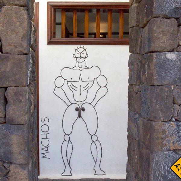Auch die Männer Toiletten im Timanfaya Nationalpark haben einen künstlerischen Charakter