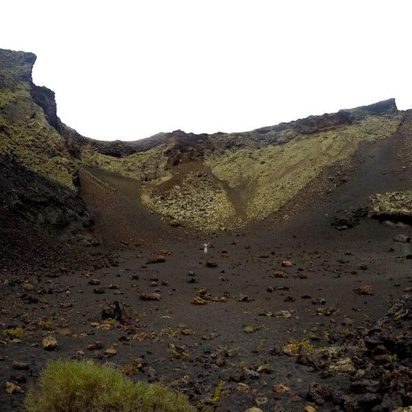 Christian in den Weiten des Kraters des Volcan El Cuervo
