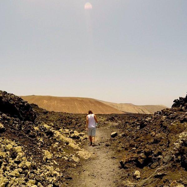 Timanfaya Nationalpark Wanderungen: Dieser Weg führt dich mitten durch die Lavafelder