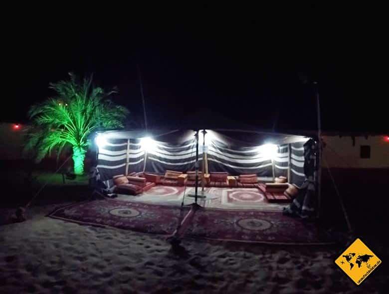 Traditionelles Wüstencamp in der Dubai Wüste