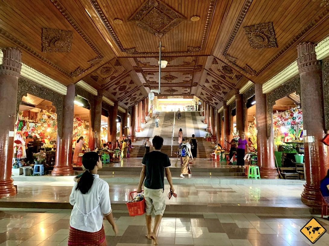 Treppenaufgang Shwedagon Pagode Myanmar