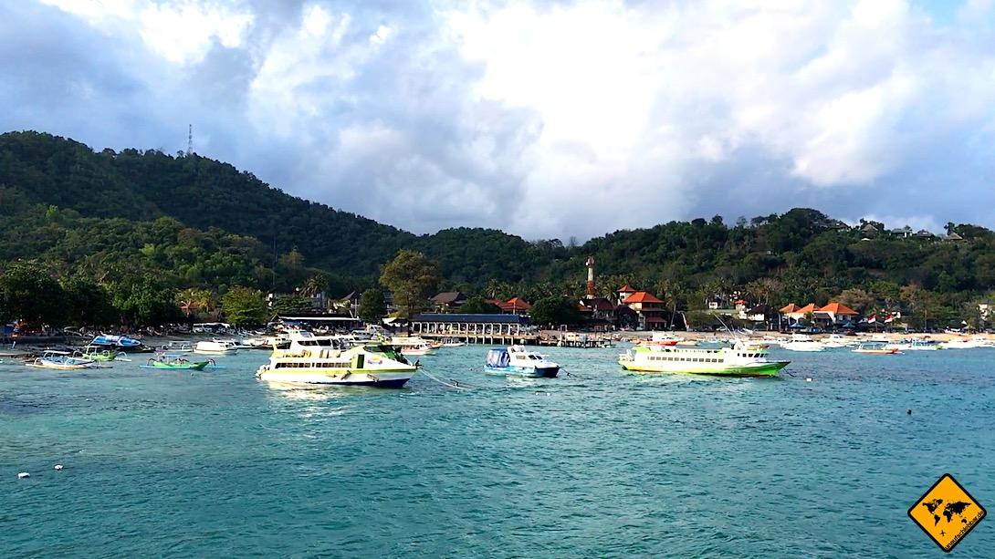 Auch der Hafen in Padang Bai bietet täglich verschiedene Schnellboot-Verbindungen von Bali auf die Gili Inseln