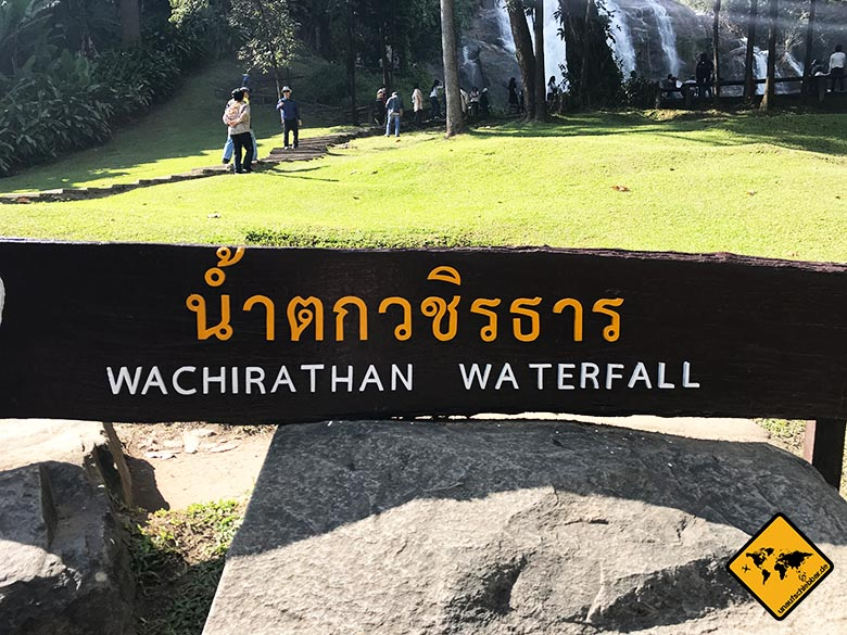 Wachirathan Waterfall Touristen