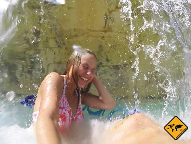 Wasserfall im Aquapark Dubai