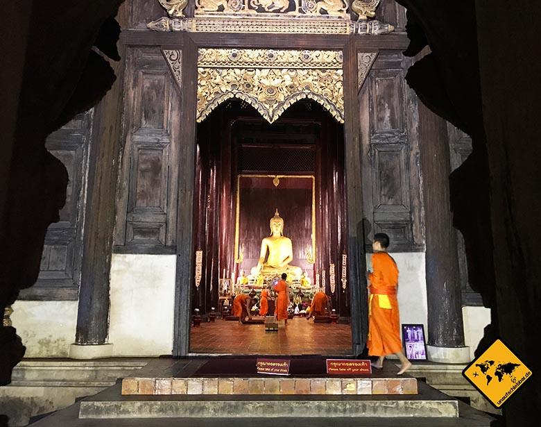 Wat Chedi Luang Mönche