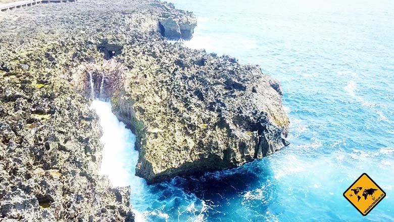Waterblow Bali Felsspaltung