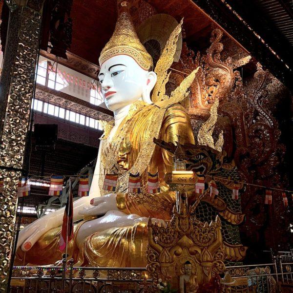 Yangon Ngar Htat Gyi Pagode sitzender Buddha Myanmar